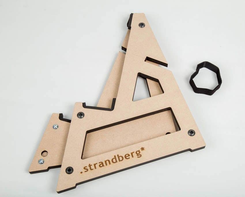 סטנד מתקפל מעץ לגיטרות Strandberg-17732