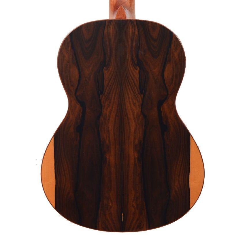 התמונה להמחשה בלבד, טקסטורת העץ משתנה מגיטרה לגיטרה