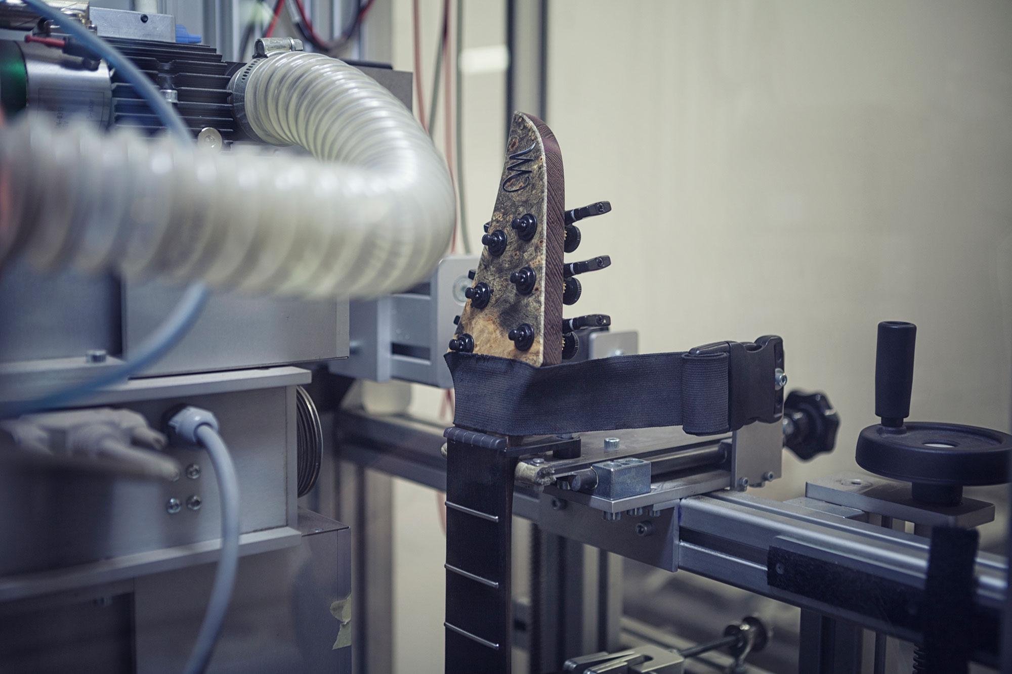 מכונת PLEK במפעל של מיונס