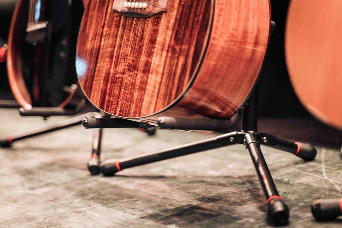 סטנד אוניברסלי לגיטרה עם תמיכה לצוואר MOSTAND GS-75