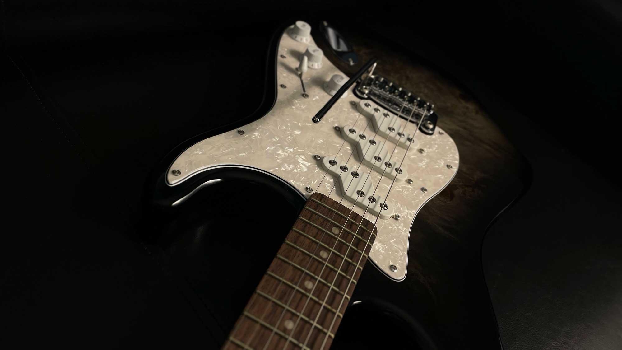 גיטרה חשמלית G&L Tribute Comanche Limited Edition, Charcoal Blackburst, Rosewood