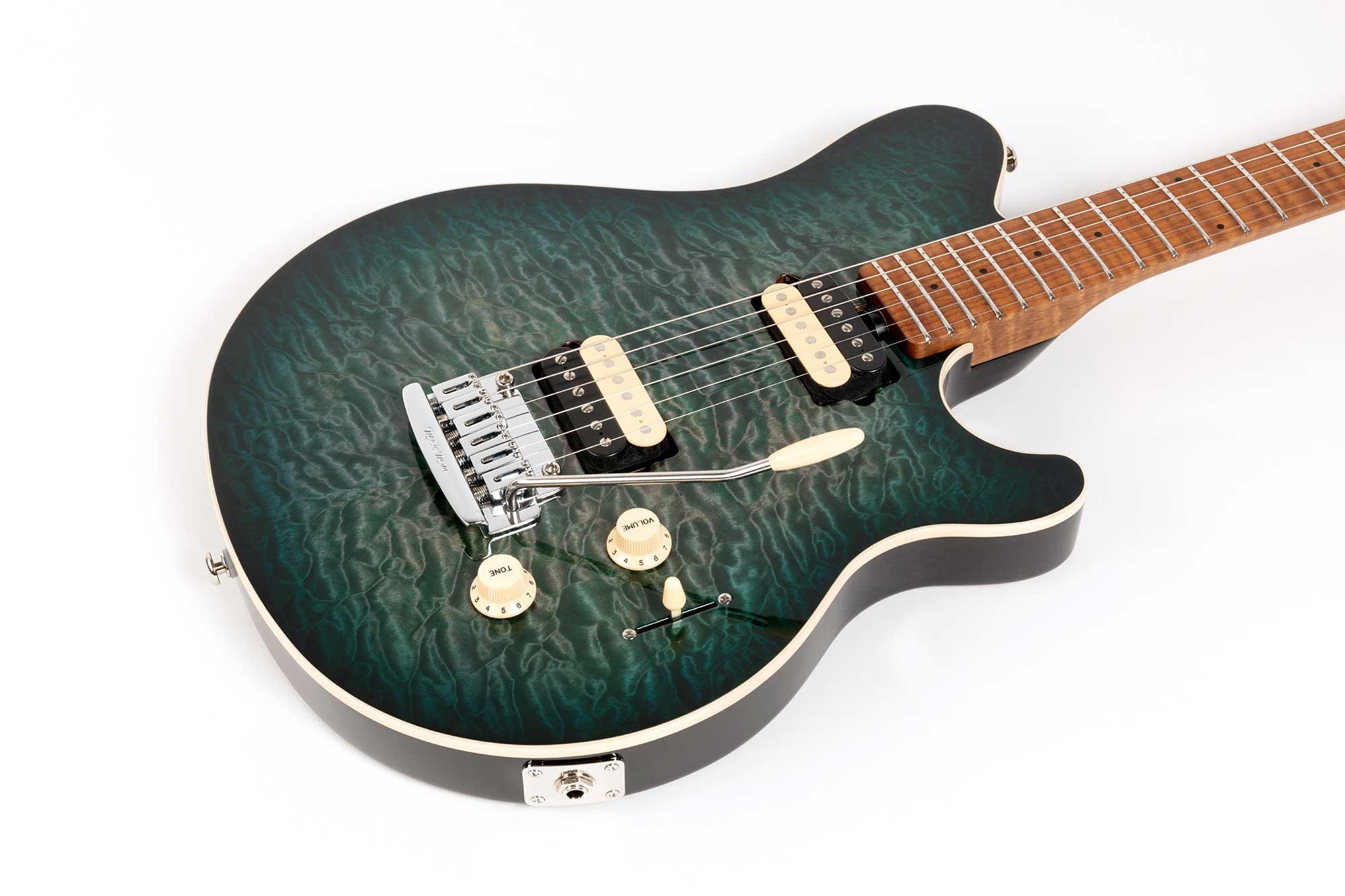 גיטרה חשמלית Music Man Axis Super Sport, Yucatan Blue Quilt